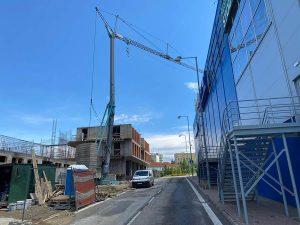 Výstavba polyfunkčnej budovy v Poprade pomocou stavebného žeriava Cattaneo CM 82 | TOP CRANES